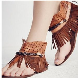 FREE PEOPLE JOURNEY THROUGH TIME FRINGE SANDAL 9